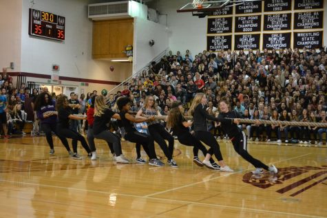 Freshmen and sophomores unite in the homecoming game assembly